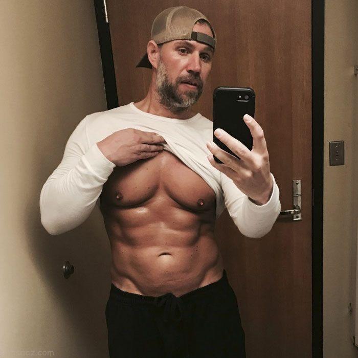 عکس های باورنکردنی پدری که به خاطر همسر و فرزندانش خوش اندام و سیکس پک شد