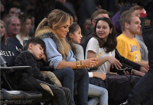 جنیفر لوپز و دوست پسرش در حال دیدن مسابقه بسکتبال