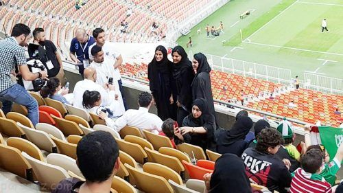 خوشحالی دختران عربستانی از حضور در ورزشگاه ها