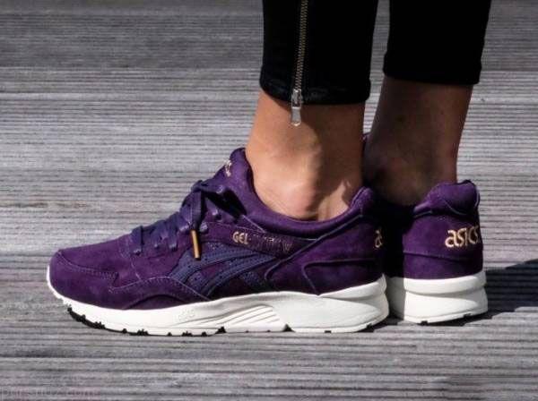 مدل کفش رنگ بنفش مد سال 97 |مدل های کتانی زنانه به رنگ بنفش مد سال 2018
