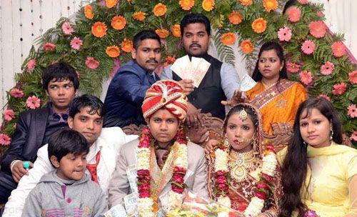 ازدواج عجیب دختری که با لباس داماد با دو زن همزمان ازدواج کرد(عکس)