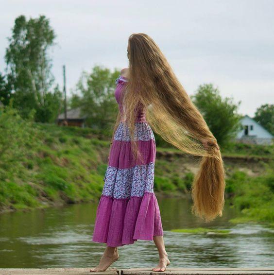 عکس های جالب و دیدنی از مو بلندترین دختر زیبای جهان در کشور روسیه