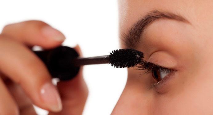 نکات مهم لوازم آرایشی از سیاهی ریمل چشم تا سفیدی کرم دست