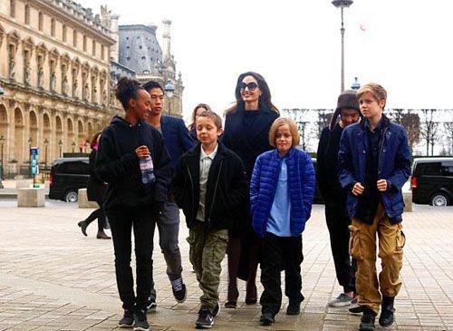 خوشگذرانی آنجلینا جولی و فرزندانش در فرانسه