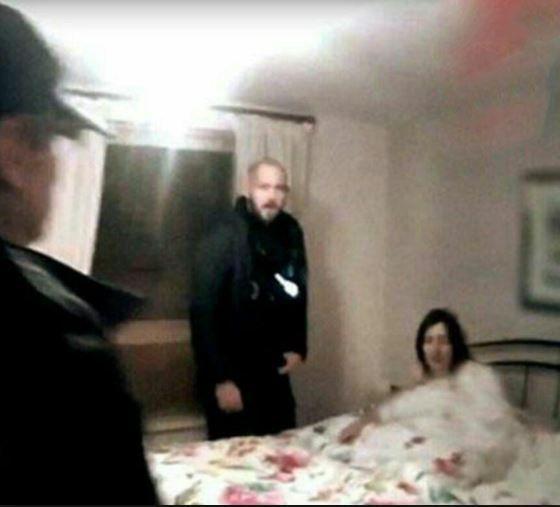 مردی که همخوابی همسرش با پسر جوان را دید +عکس