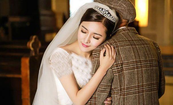 این دختر زیبا با پدربزرگش ازدواج کرد و آرزوی او را به واقعیت تبدیل کرد
