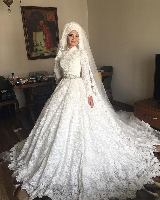 مدل لباس عروس باحجاب شیک و زیبا ۲۰۱۸ | لباس عروس پوشیده در انواع طرح های متفاوت