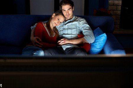 آیا تماشای فیلم پورن برای همسران اشکالی دارد؟