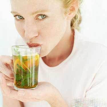 بهترین گیاهان دارویی برای به تاخیر انداختن قاعدگی