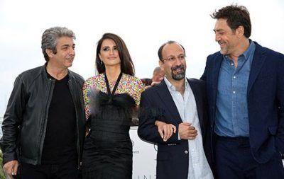 دست اصغر فرهادی در دست پنه لوپه کروز فستیوال کن 2018