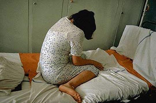 تجاوز جنسی سه برادر همزمان به دختر باکره پشت کنکوری