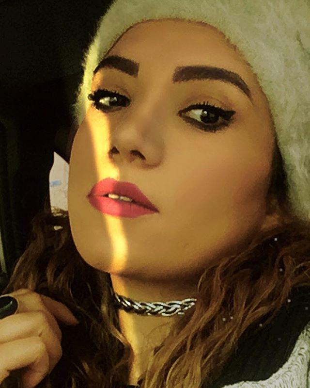 بیوگرافی آذین فولادوند بازیگر خوش چهره ایرانی +ازدواج و زندگی شخصی