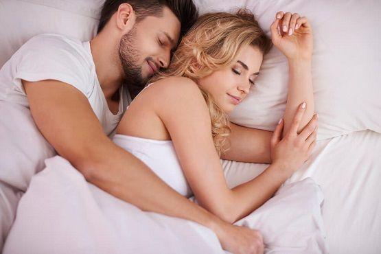 برای داشتن رابطه جنسی داغ شب ها این کارها را انجام دهید
