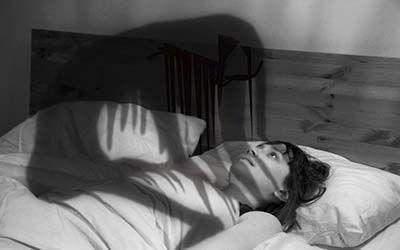 بختک چیست و به سراغ چه کسانی می رود | چرا در خواب دچار حالت بختک می شویم؟