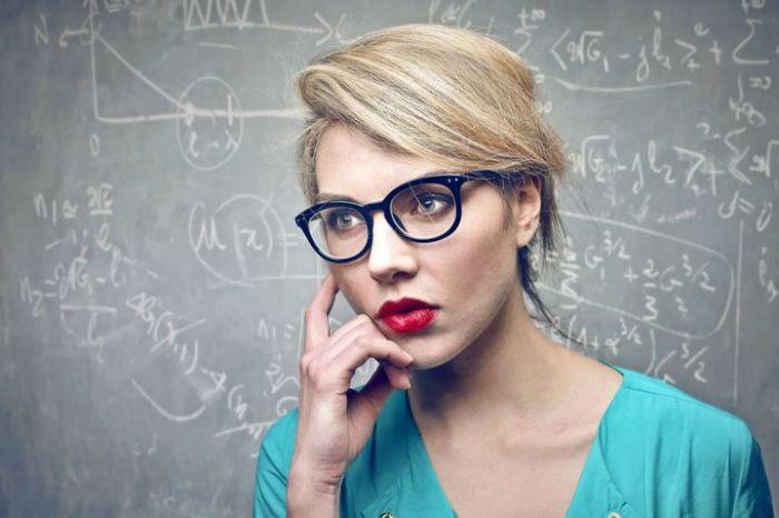 چند ویژگی زنان جذاب | جذابیت زنان در چیست؟