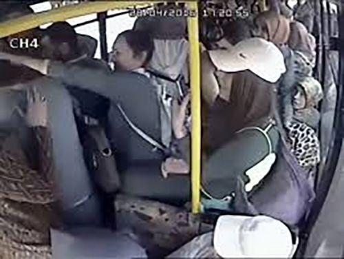 مرد ترکیه ای آلت تناسلی اش را در اتوبوس به بقیه نشان داد + خبرهای داغ