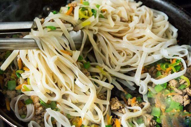 طرز تهیه زرشک پلو رستورانی مجلسی + بهترین طرز تهیه نودل گوشت