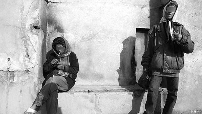 علل اعتیاد زنان ایرانی | دخترانی که مارلبرو فیلتر پلاس می کشند