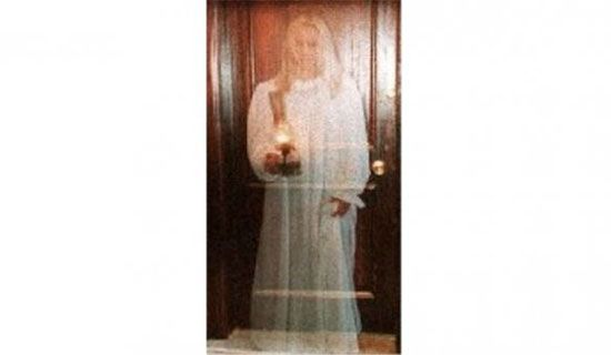 عکس هایی عجیب که ادعا می شود ارواح در آن ها نمایان شده اند