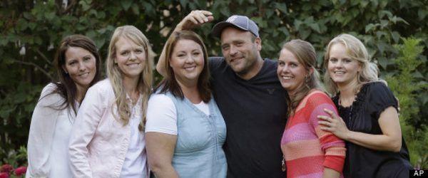زنی که با 5 شوهر زندگی می کند و مردی که 24 همسر دارد + عکس