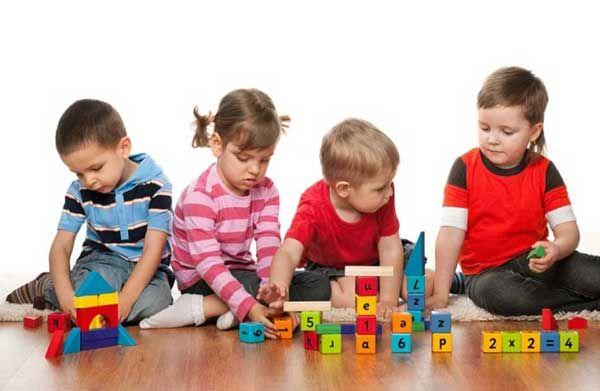انواع بازی با کودکان 3 ساله + اسباب بازی مناسب برای کودک سه ساله