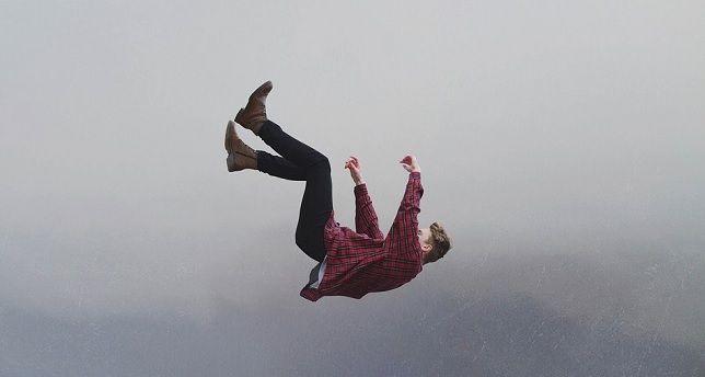 تعبیر خواب افتادن از ارتفاع | انواع تعبیر خواب سقوط از بلندی