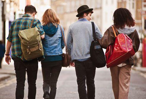 چگونه در دانشگاه لباس بپوشیم و خوش تیپ باشیم؟ + لیست وسایل ضروری برای دانشجوها