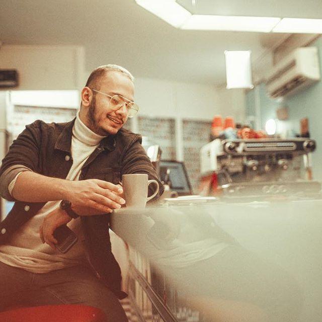 بیوگرافی اشوان ( اشکان خدابنده ) و همسرش + عکس و لیست آهنگ ها