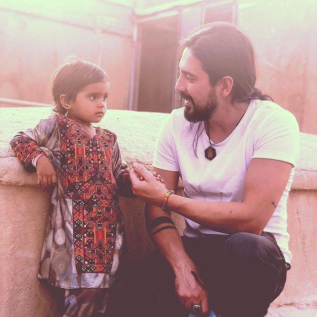 بیوگرافی امیر عباس گلاب و همسرش + عکس و لیست آهنگ ها و اینستاگرام
