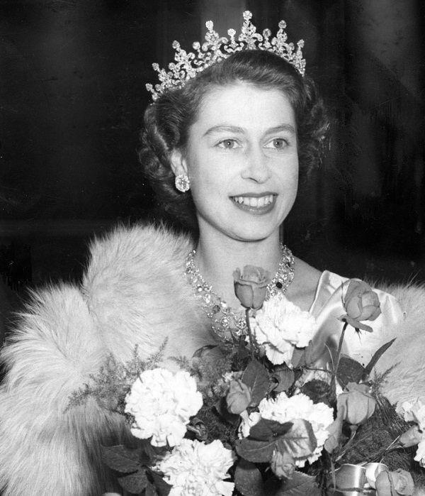 معرفی تمام ملکه های حال حاضر دنیا + مشهورترین تاج های ملکه ها