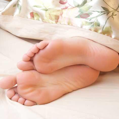 بهترین درمان ها برای مشکل بی قراری پا | سندرم پای بی قرار چیست؟