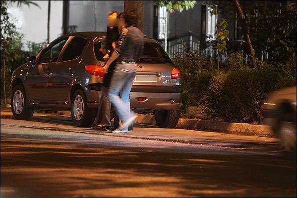 جرم متلک پرانی به زنان و مزاحمت خیابانی + نحوه شکایت و رسیدگی به جرم