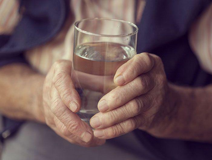 نشانه های کم آبی بدن و خطرات آن + راه های درمان کم آبی بدن