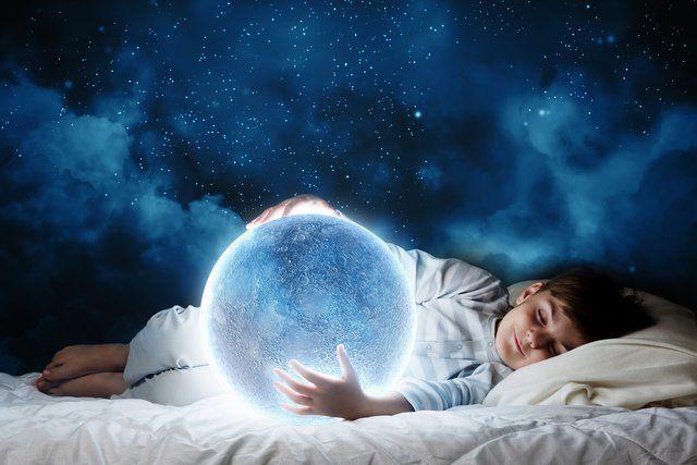 چه کنیم تا خوابی را که دوست داریم ببینیم | روش کنترل خواب دیدن