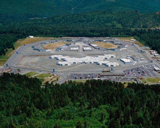با عجیب ترین و زیباترین زندان های دنیا آشنا شوید | از آمریکا تا بولیوی