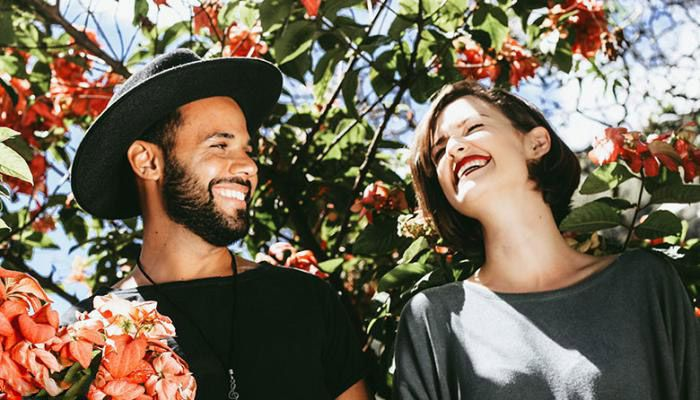 خواسته زنان و مردان در رابطه عاطفی | از شوخ طبعی تا رمانتیک بازی