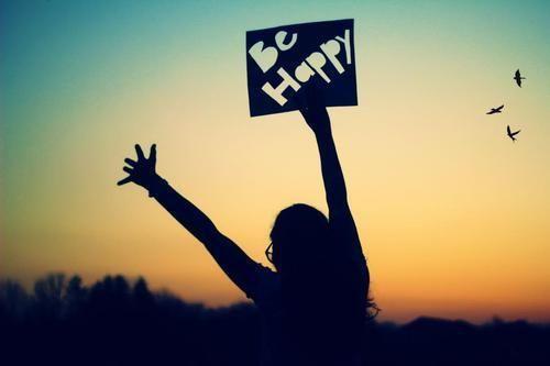 فواید لبخند زدن و شاد زیستن | از جذابیت بیشتر تا عمر طولانی