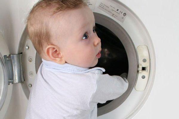 وسایل خطرناک برای کودکان (5-) | از بادکنک تا پریزهای برق