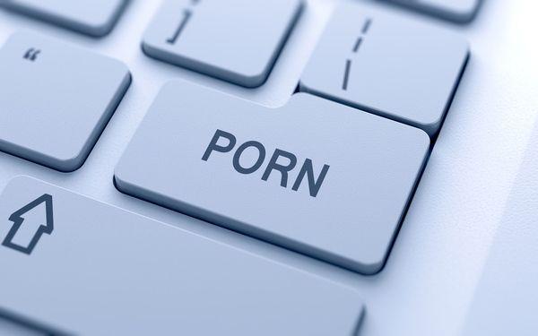 پورنوگرافی چیست | عوارض اعتیاد به تماشای فیلم های پورن
