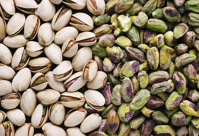 بهترین خواص پسته و بادام | فواید آجیل خوردن در عید نوروز