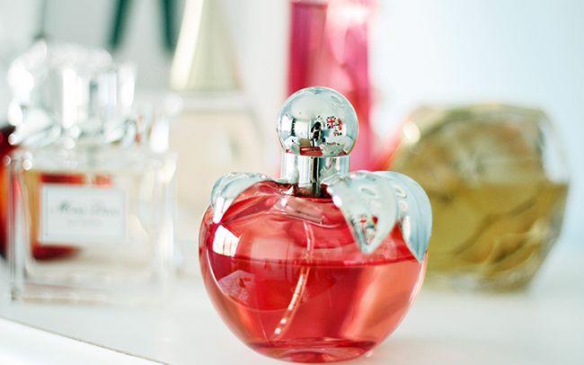 معرفی بهترین عطرهای زنانه + راهنمای خرید عطر و ادکلن عالی با قیمت مناسب
