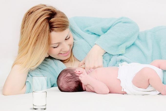 افزایش کیفیت شیر مادر با روش های ساده + غذاها و خوراکی های مفید
