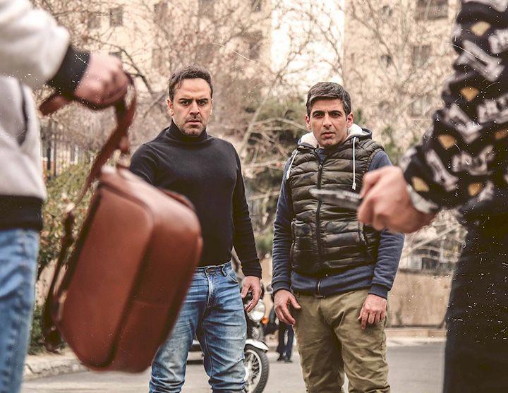 بازیگران سریال بر سر دوراهی + خلاصه داستان و نقد کامل همراه با عکس