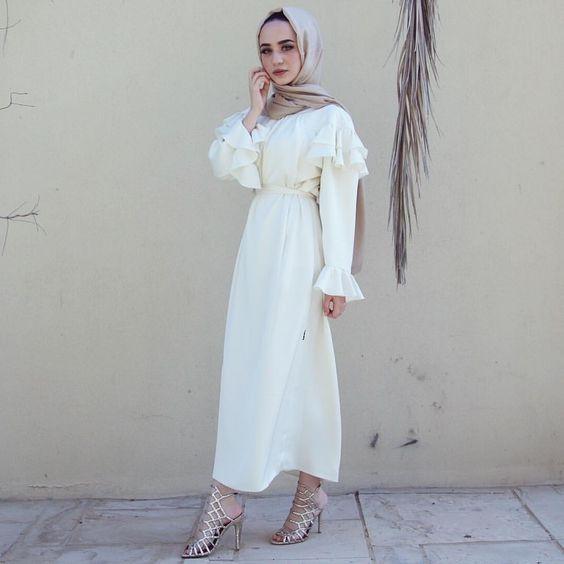 تیپ سفید زنانه بهاری   ست لباس دخترانه برای فصل بهار + راهنمای خرید و ست کردن