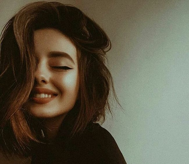 چگونه لبخندی جذاب داشته باشیم؟ (10 راهکار مفید برای داشتن لبخند زیبا)