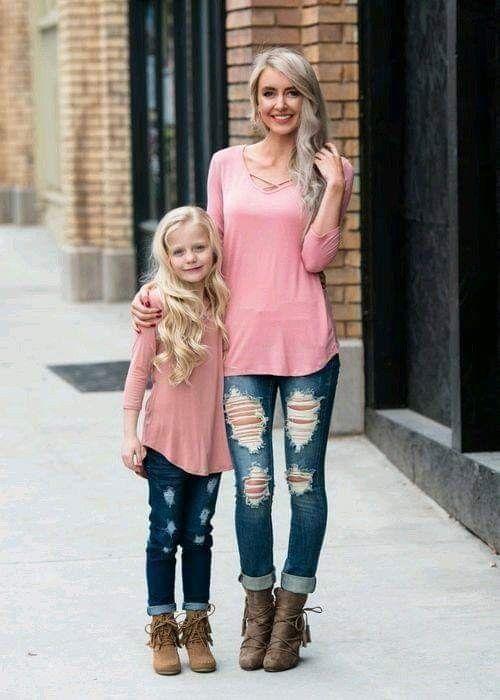 تیپ مادر و دختری (ست لباس مادر و دختر + راهنمای ست کردن)