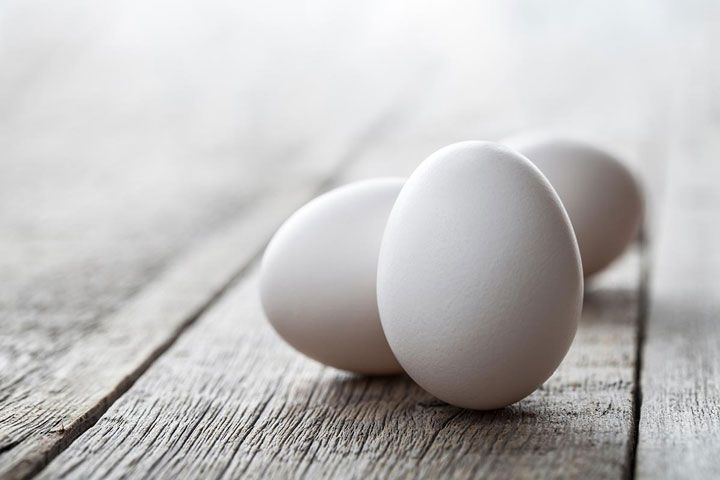 15 روش خانگی برای تقویت مو + معرفی خوراکی های مفید