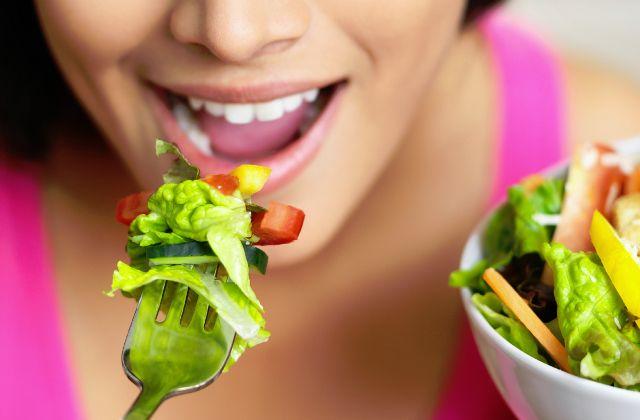 تعبیر خواب غذا خوردن | خوراکی و غذا خوردن در خواب چه تعابیری دارد؟