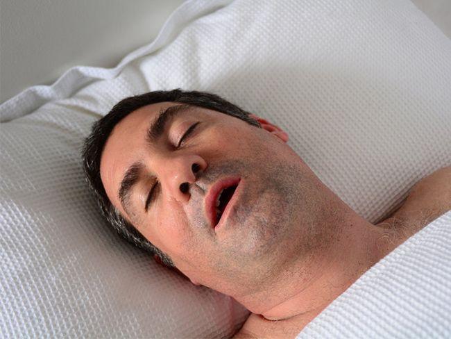 10 علت ریزش آب دهان در خواب + راه های درمان و پیشگیری