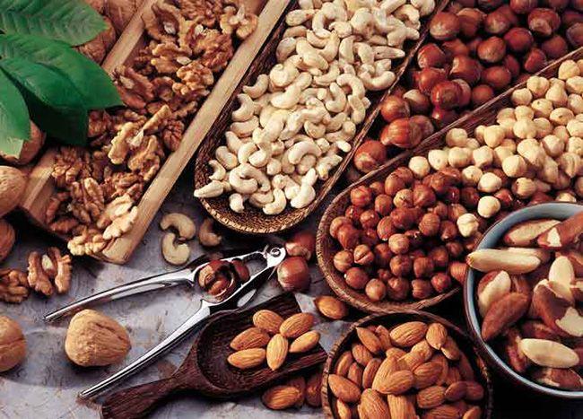 10 غذایی که باعث بروز جوش صورت می شوند + راه های درمان سریع و آسان